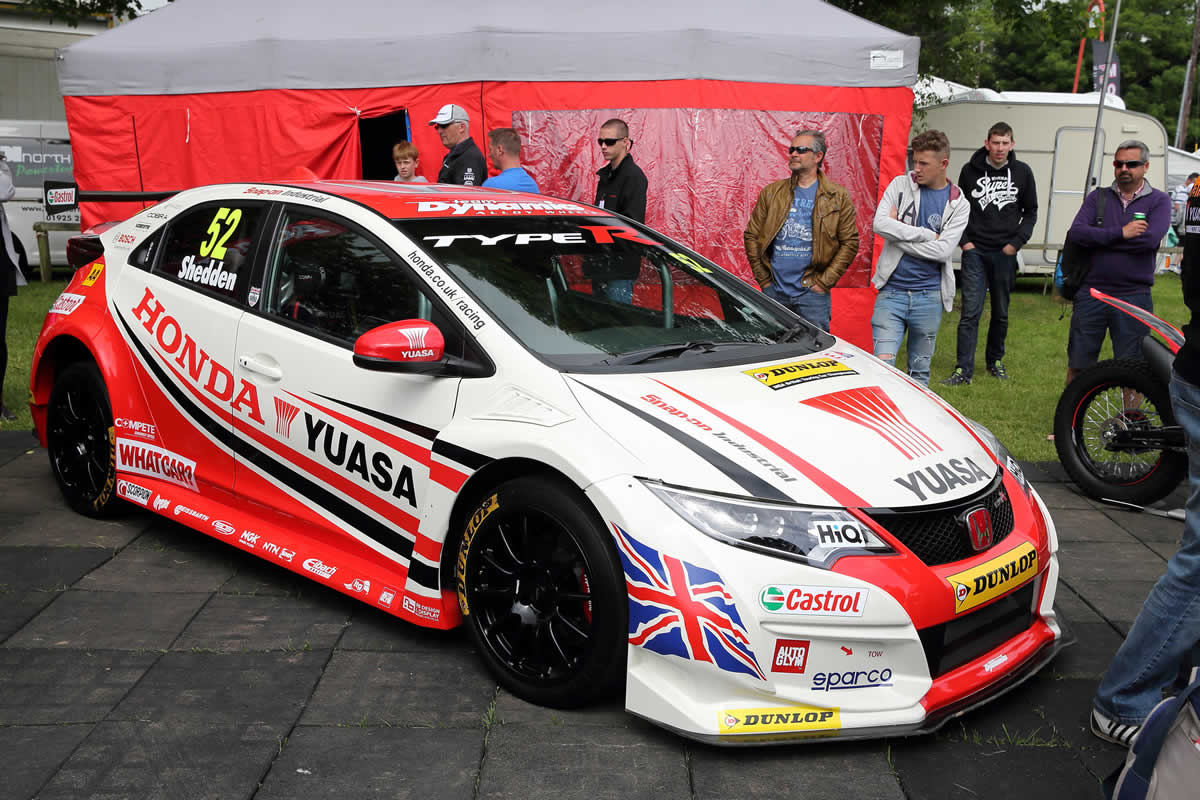 honda hopes for castle combe